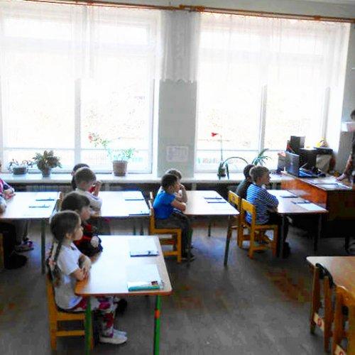 Патриотический урок для дошкольников во Фролищенской библиотеке
